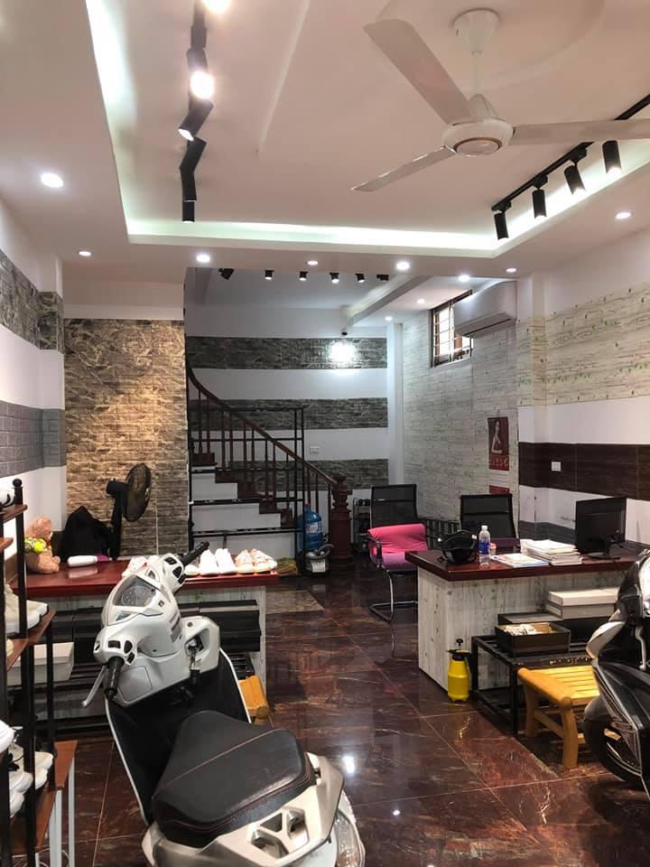 Bán nhà mặt phố Lê Lợi, Hà Đông, kinh doanh sầm uất, 42m2x6T, 8.5 tỷ.