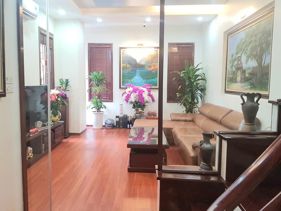 Bán nhà phố Kim Giang, Thanh Xuân, phân lô, ô tô đỗ cửa, 45m2, nhà đẹp, giá 5.9 tỷ.