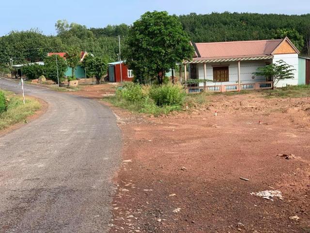 Bán lô đất thổ cư dt 240m sổ riêng, gần kcn và dân cư hiện hữu giá 615tr
