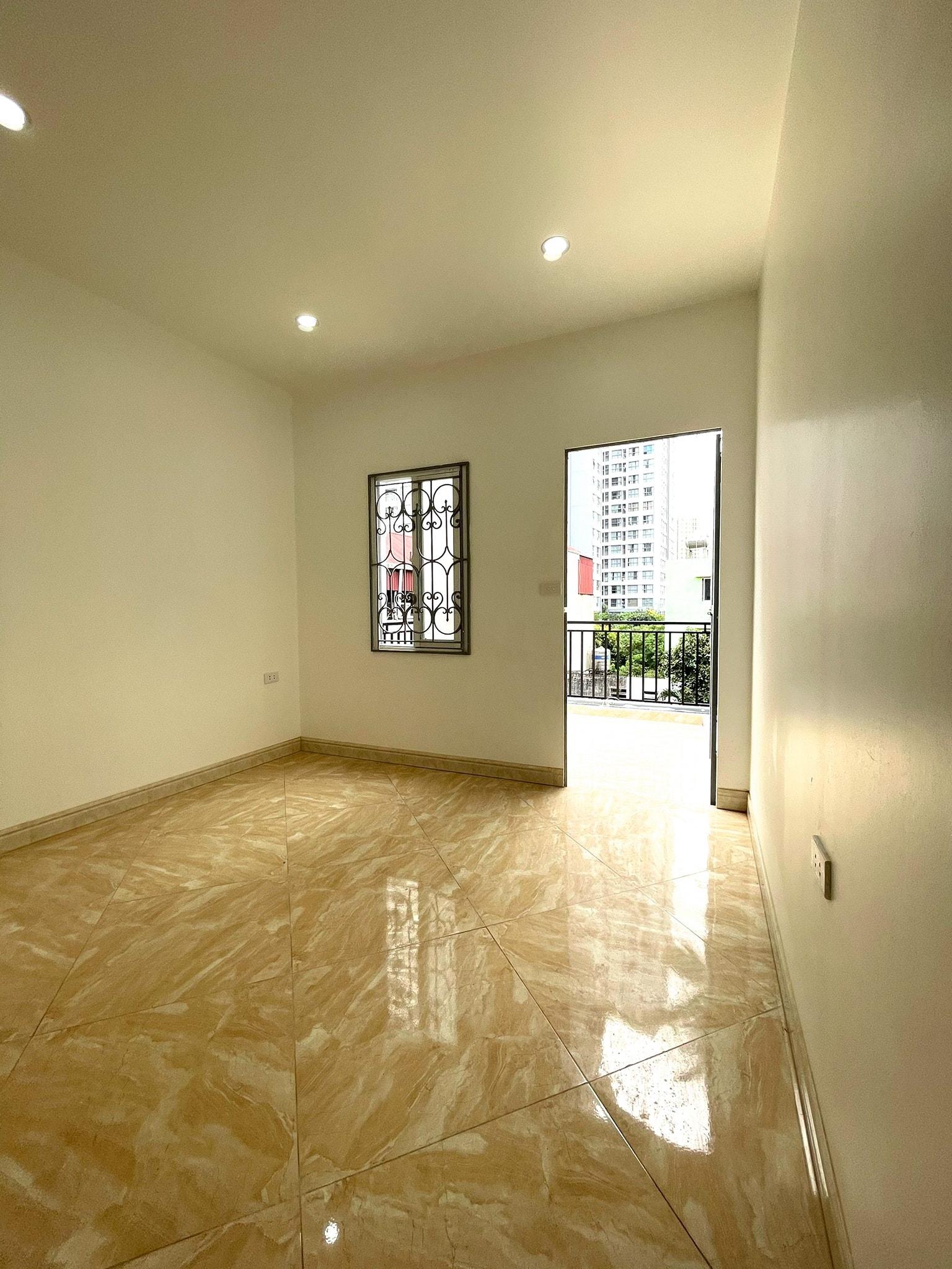 Bán nhà ngõ 139 Tam Trinh Hai Bà Trưng hà nội 2tỷ2, dt 30m, 4 tầng,mt 3m,lh 0968181902.