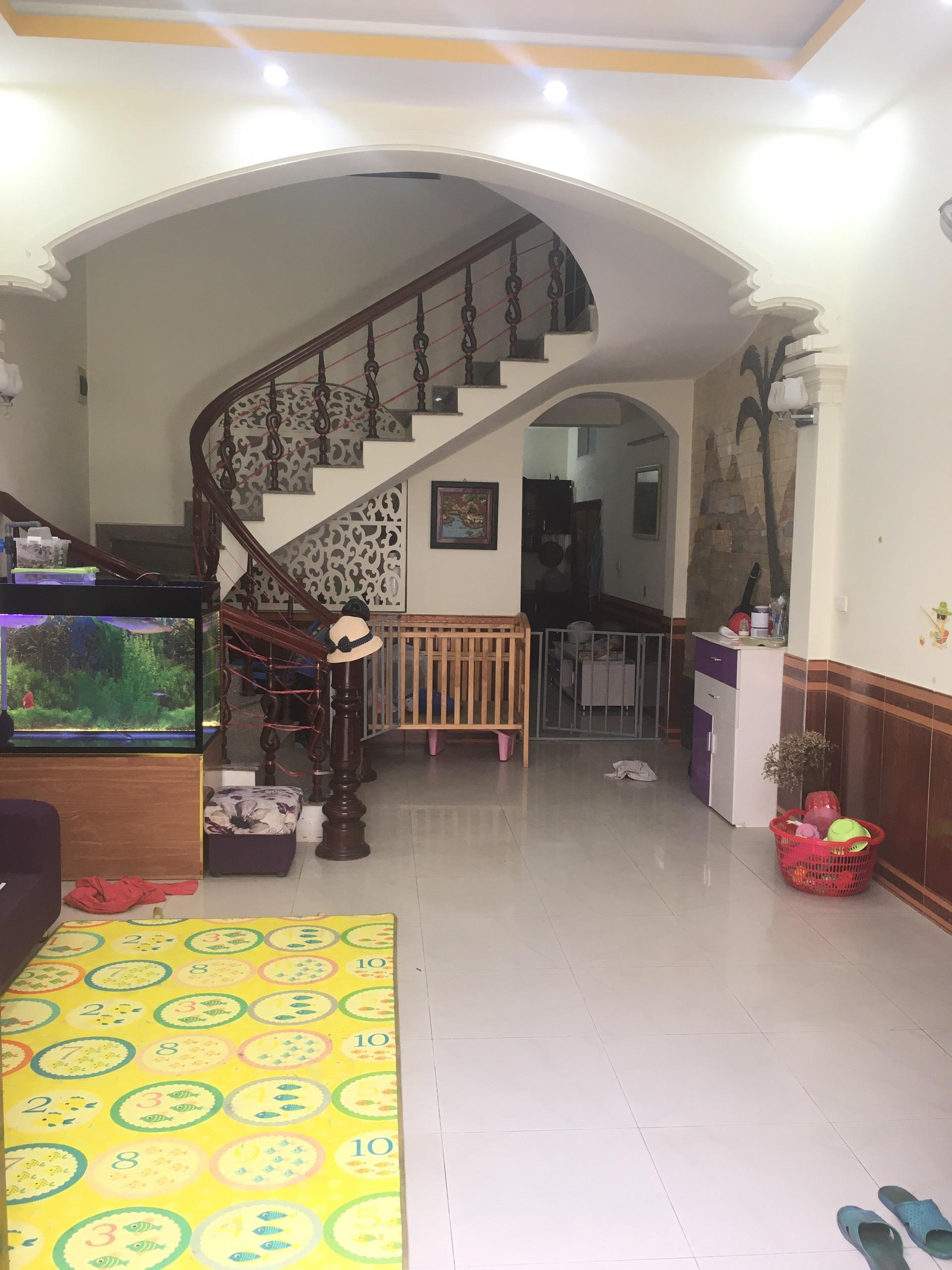 Cho thuê nhà 2.5 tầng mặt ngõ đường Hùng Duệ Vương, Thượng Lý, Hồng Bàng, Hải Phòng