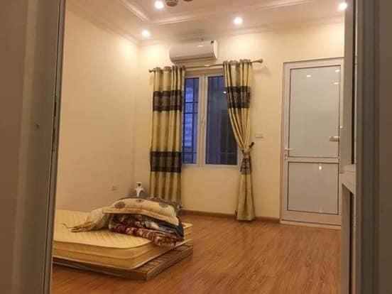 Bán gấp nhà phố Thái Hà, Đống Đa 45m2, 5T, lô góc, đẹp, giá chỉ 5.1 tỷ.