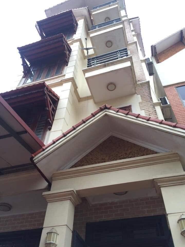 Cần bán nhà đẹp Lạc Long Quân Tây Hồ 137m, 5tầng,chào giá 14 tỷ, lh 0968181902.