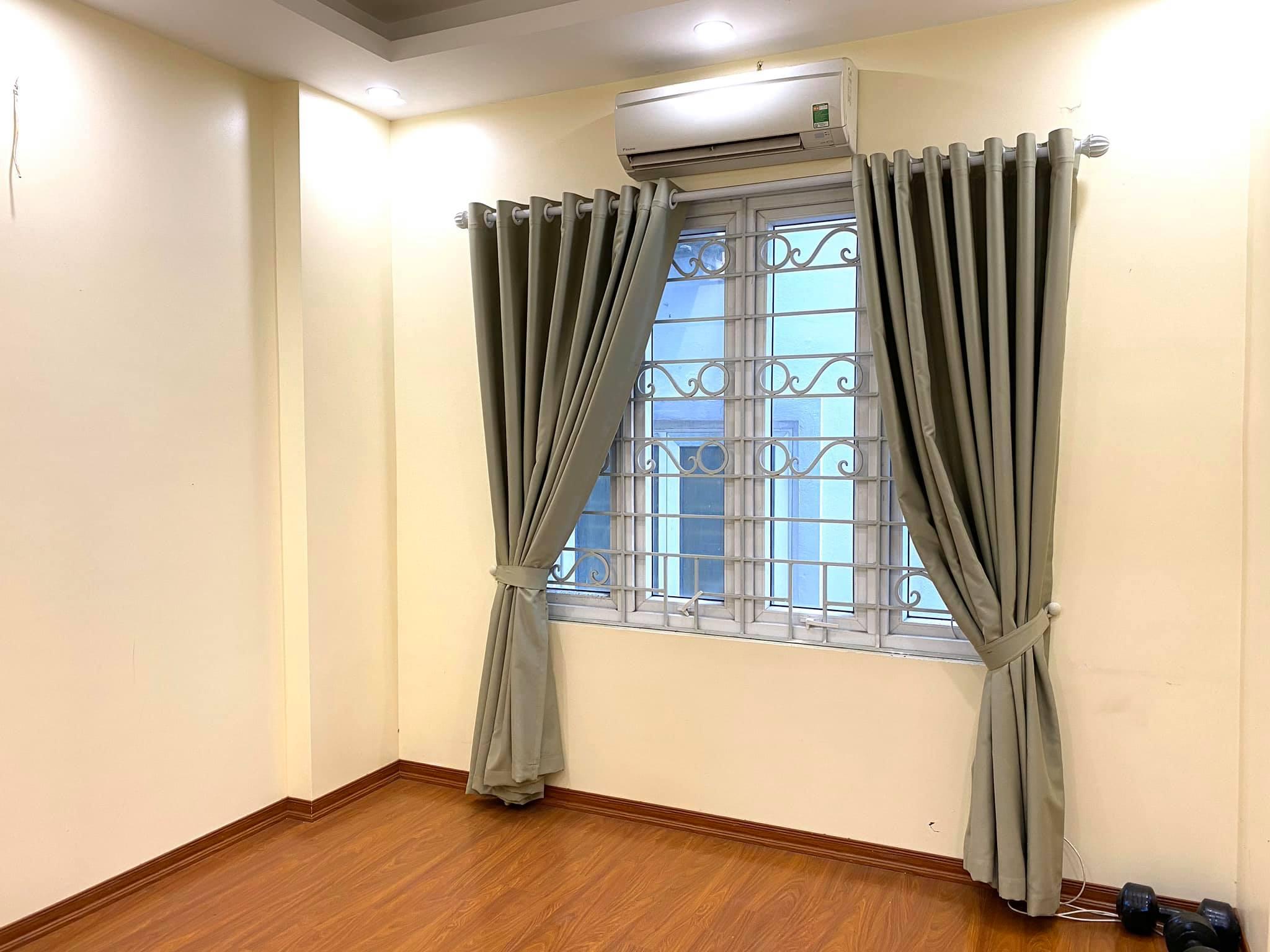 Rất cần bán nhà Phố Dương Văn Bé Hai Bà Trưng 3 tỷ 1, DT 32m, 5 tầng ,MT 4.1m, lh 0968181902.
