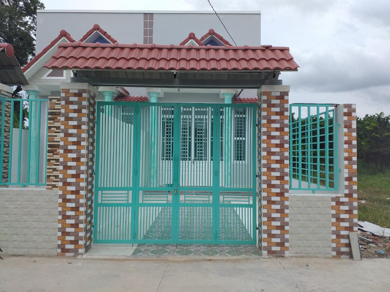 bán nhà mới xây hổ cư gân kcn thạnh phú