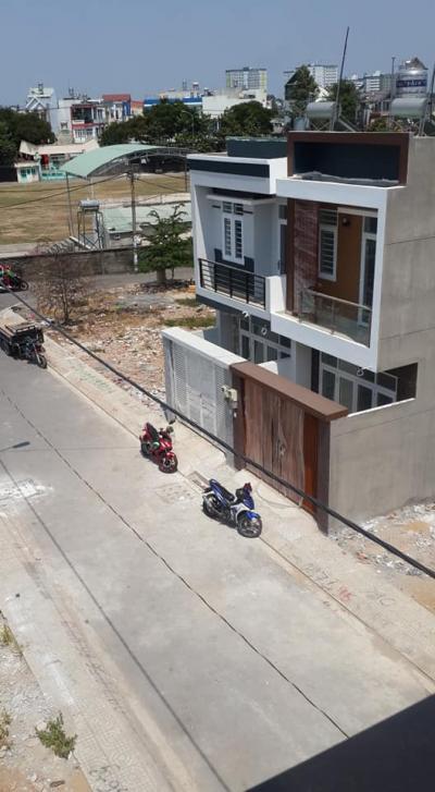 Bán gấp nhà mới xây,sau lưng sân bóng linh xuân thủ đức,Dt4.5x13m,giá 3,6 tỷ,LH 0908795128.
